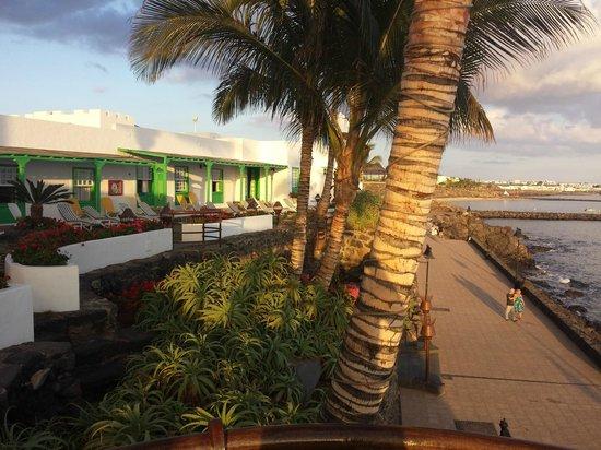 Hotel Casa del Embajador: Rooms and terrace over promenade