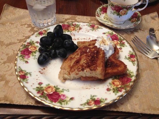 Belle Hearth Bed and Breakfast: Delicious french toast