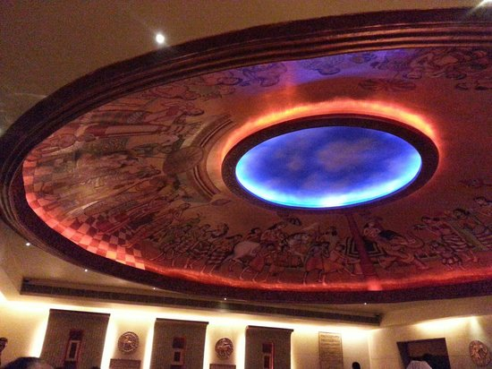 Kwality Restaurant: Exquisitely painted ceiling