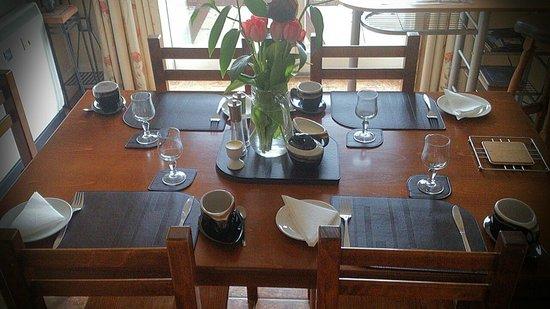 Castle Oaks House Hotel : Dining table