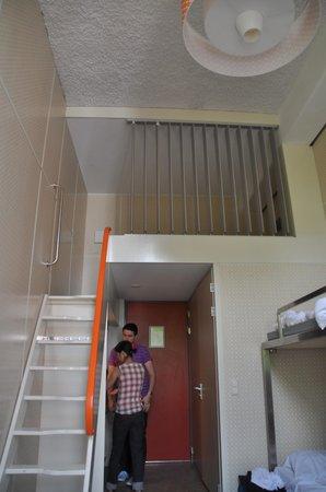Stayokay Hostel Amsterdam Zeeburg: 6人部屋はロフトスタイル