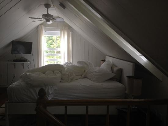 La Petite Maison: master bedroom..