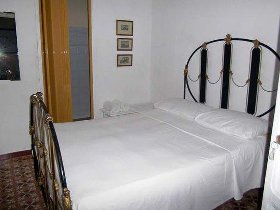 Hostal Casa Nancy : camera matrimoniale
