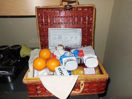 Hotel du Vieux-Quebec: Breakfast basket