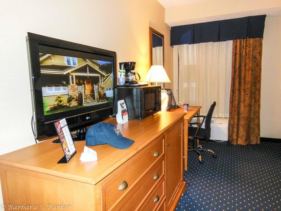 Holiday Inn Express Waynesboro - Rt. 340: Handicapped accessible room