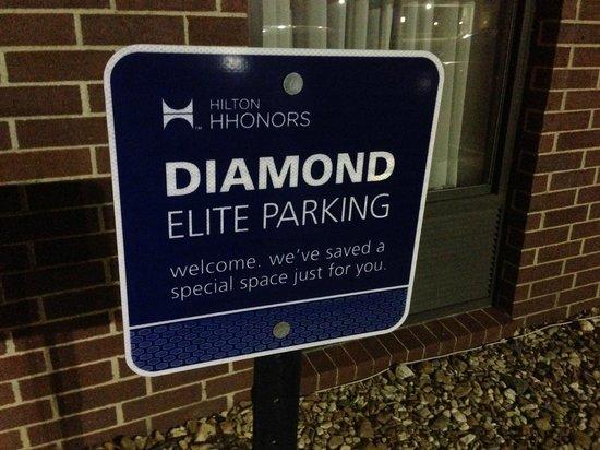 Hampton Inn Clarksville: Diamond parking - nice touch