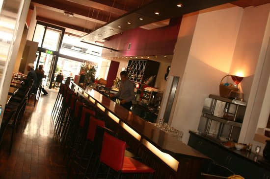 Sheries Cafe Bar: Slick bright interior, an oasis of calm