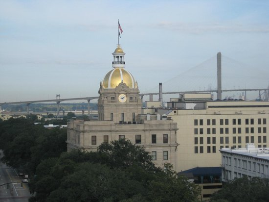 Holiday Inn Express Savannah-Historic District : View of City Hall and the Talmadge Bridge