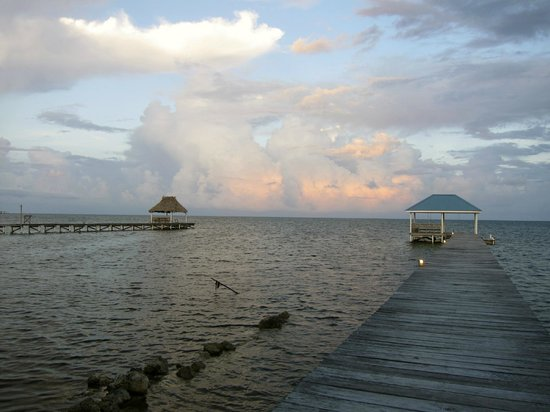 Cocotal Inn & Cabanas: Dock in front of the property