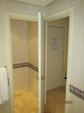 Hotel Bravo Hammamet: one door for bathroom, toilet and room