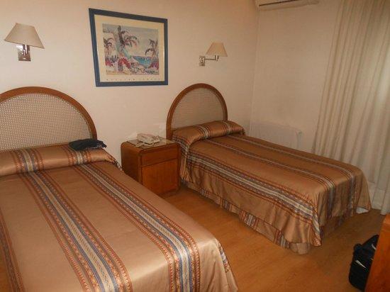 Hotel Crillon Mendoza: camas