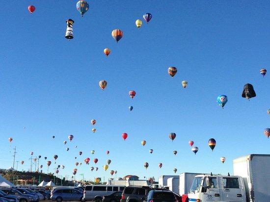 La Quinta Inn & Suites Albuquerque Midtown: mass ascension