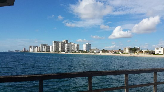 Anglins Fishing Pier: Looking back towards Ft. Lauderdale