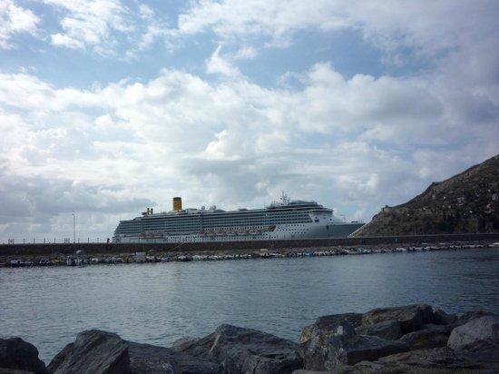 The harbor: Kreuzfahrtschiff