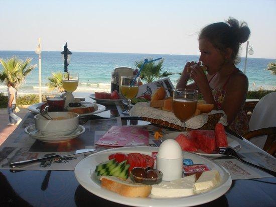 Ladies Beach Hotel: Типичный турецкий завтрак в отеле