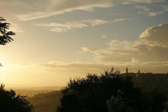 Agriturismo Lucignanello: Sunset on Pienza/ Tramonto visto dalla Corte