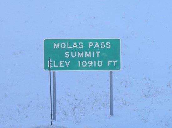 Molas Pass: summit sign