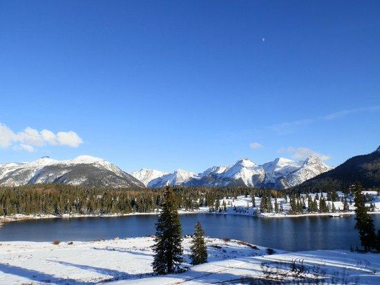 Molas Pass: gorgeous lake