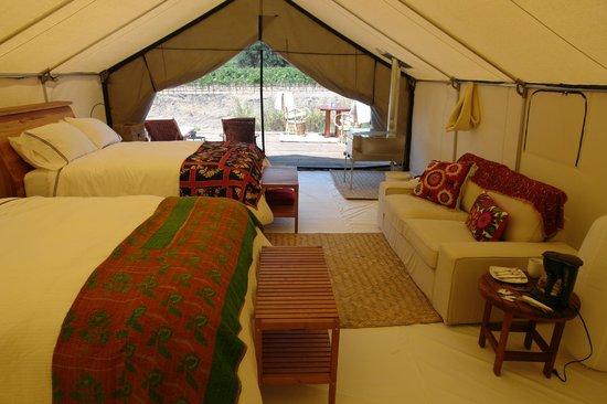 Cabanas Cuatrocuatros: Interior de Cabaña doble con dos camas queen size