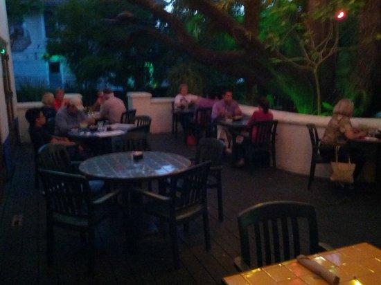La Fonda on Main : Deck dining