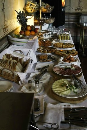 Hotel Bosone Palace: colazione continentale abbondante e gustosa