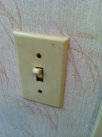 Econo Lodge: Filthy Light Switch