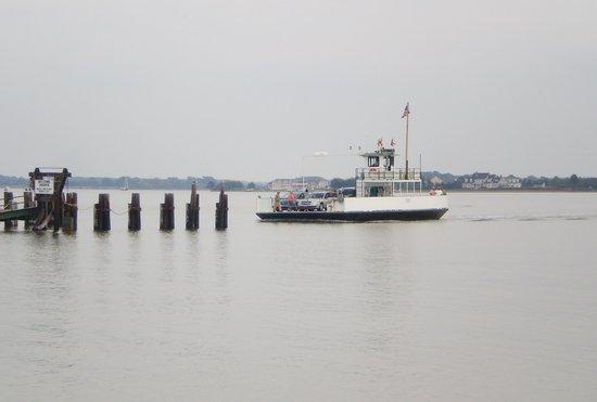 Oxford-Bellevue Ferry: Ferry arriving, Bellevue side