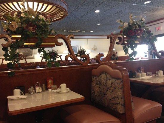 Spring Garden Restaurant: Dining room