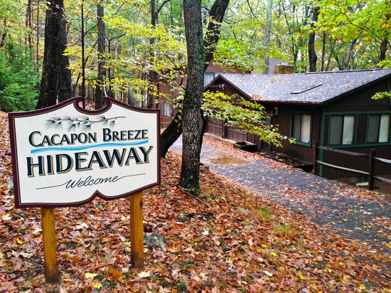 Berkeley Springs Cottage Rentals: Cacapon Breeze Hideaway