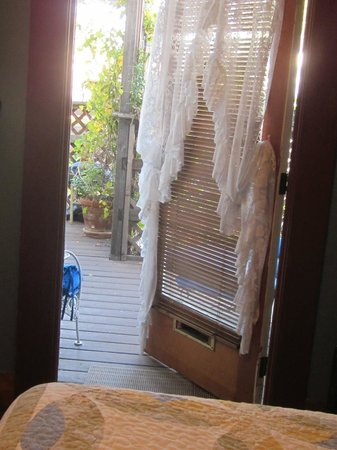 Carole's Bed & Breakfast Inn: doorway to porch
