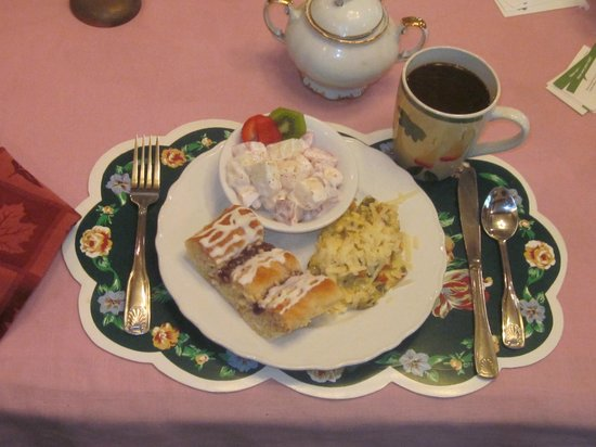 Carole's Bed & Breakfast Inn: Mediterranean Eggs and Strudel