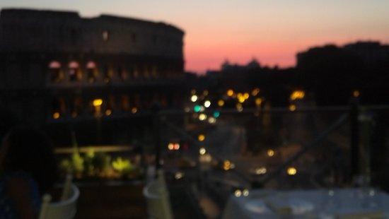 Hotel Savoy: Sundown in Rome...Aroma Restaurante