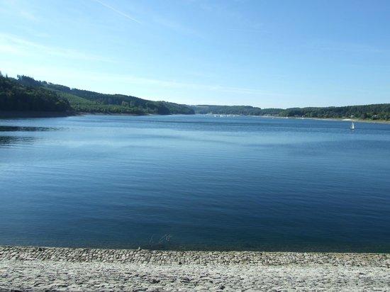 Personenschifffahrt Sorpesee: Vue du lac