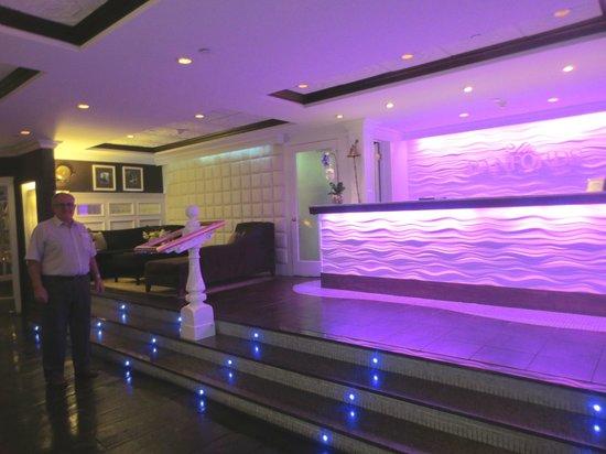 Danford's Hotel & Marina: Front Desk