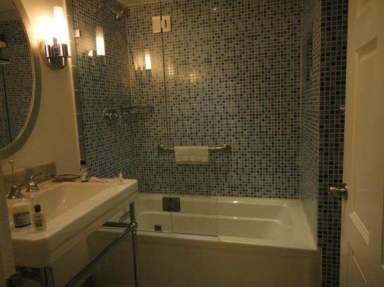 Rendezvous Resort: Pretty bathroom