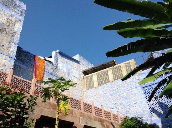 Bristows Haveli: Calm courtyard