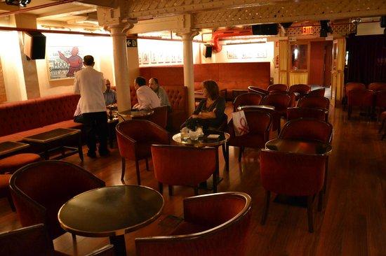 Milano Cocktail Bar: Calmo mediodía catalán  de junio para saborear buenos aperitivos
