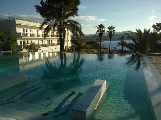 Hotel Coronado Thalasso & Spa: Infinity-Pool mit Massagebereich (vorn)