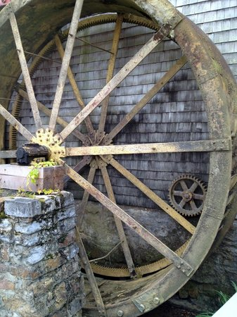 Inn at Gristmill Square: The Wheel