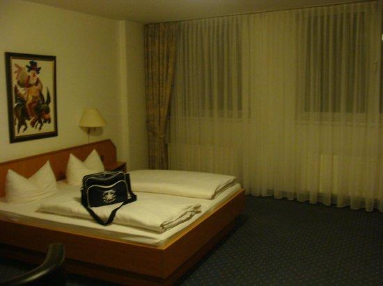 Ludwig Van Beethoven Hotel: Bett