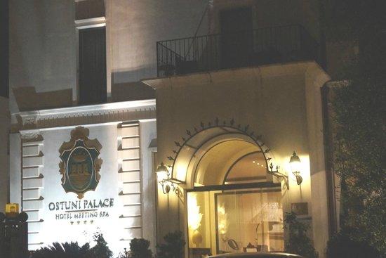 Ostuni Palace Hotel Meeting SPA: Hotel at Night