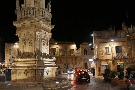 Ostuni Palace Hotel Meeting SPA: Ostuni Square at Night