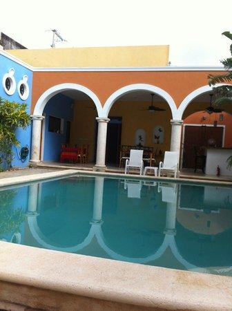 Hotel Merida Santiago: Hotelinnenhof mit Pool