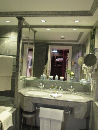 Olissippo Lapa Palace: Bath -sink