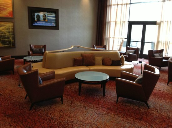 Embassy Suites by Hilton Springfield: Lounge