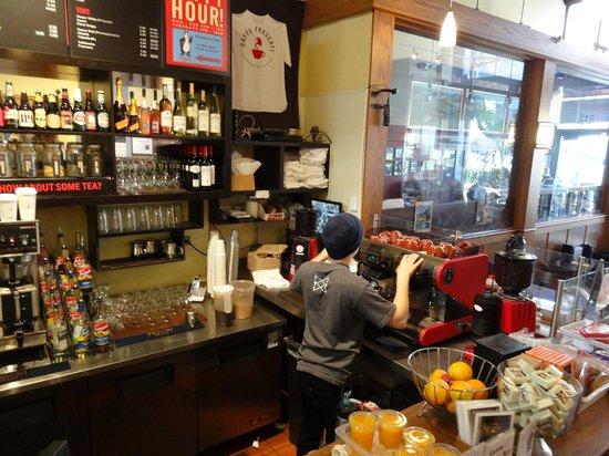 Caffe Frascati: Hard working, efficient baristas
