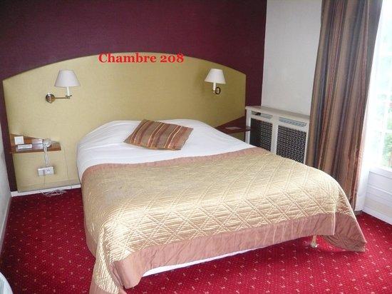 Hotel Le Continental : La chambre