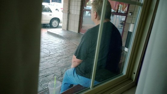 Best Western - On The Avenue: Yet another person sitting at our window smoking