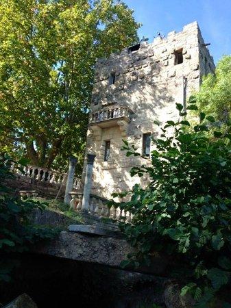 Moulin de Saint-Christol: vue du moulin