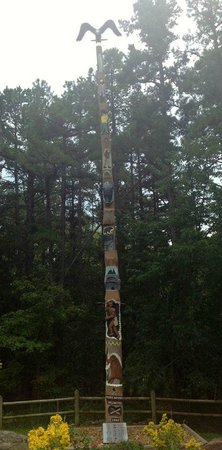 Wyndham Resort at Fairfield Bay: 1 of 3 totem poles made by local artisan woodcarvers